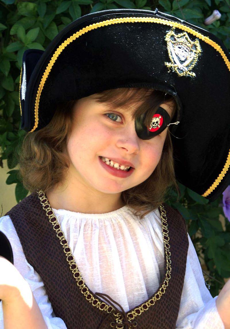 Pirate Isabella 1